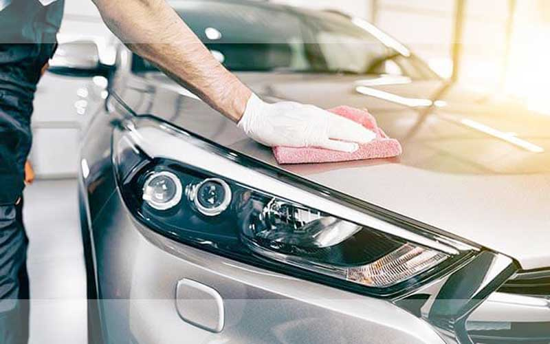 Polishing-the-car-manually