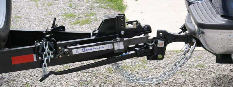When Do You Need a Weight-Distribution Hitch & How It Works